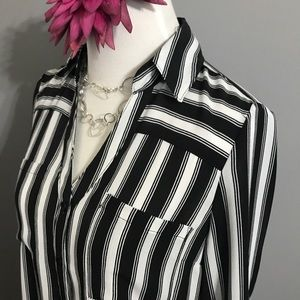 🍃 Black and white blouse